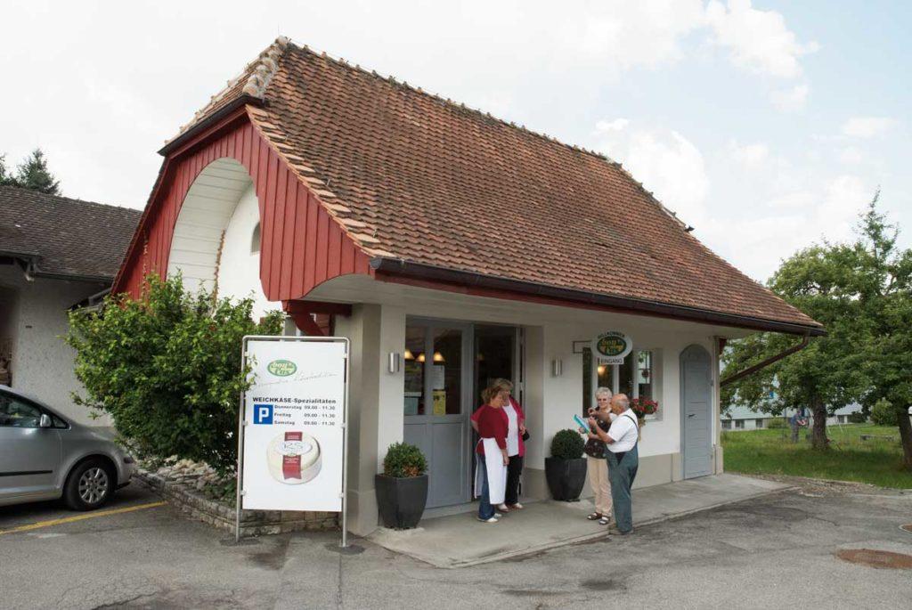 Weichkäse Direktverkauf im eigenen Laden der bonCas AG in Dotzigen